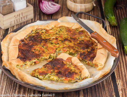 Pizza rustica con zucchine peperoni e formaggio