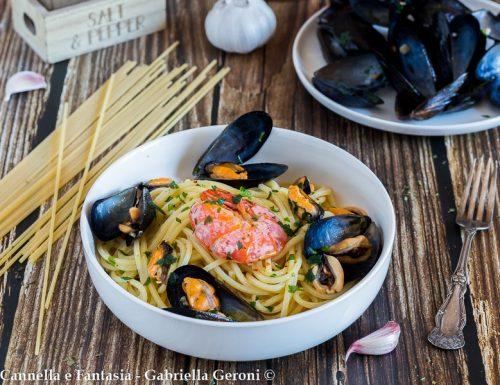 Spaghetti con le cozze ricetta primo piatto facile e veloce