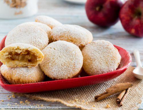 Biscotti morbidi ripieni di mele e confettura di albicocche