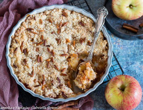 Crumble di mele con cannella e pinoli (dolce al cucchiaio)