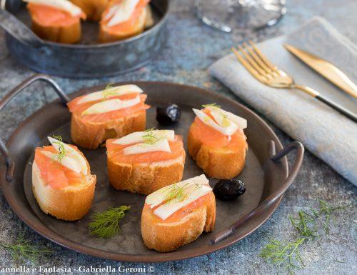 Bruschette con salmone affumicato e finocchi crudi