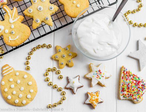 Ghiaccia reale per decorare dolci biscotti e torte varie