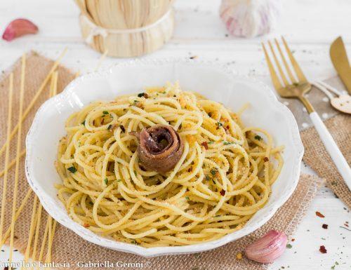 Spaghetti aglio olio e alici con pangrattato e peperoncino