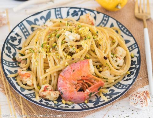 Spaghetti al limone con gamberi e pistacchi ricetta facile e veloce