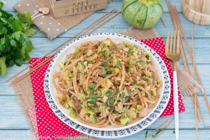 spaghetti integrali con tonno e zucchine