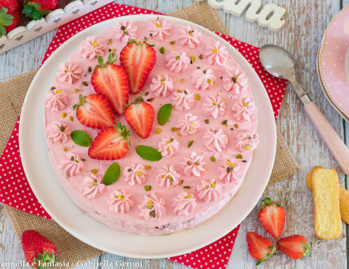 Torta mousse di fragole senza cottura facile e veloce