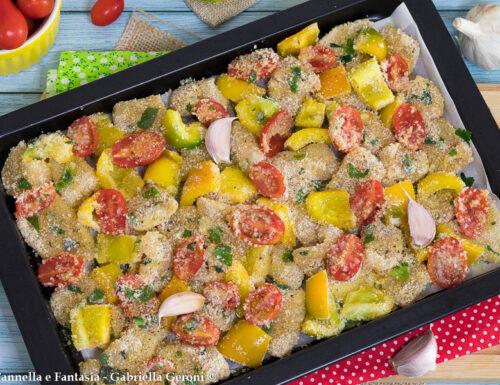 Bocconcini di pollo gratinati con peperoni e pomodorini