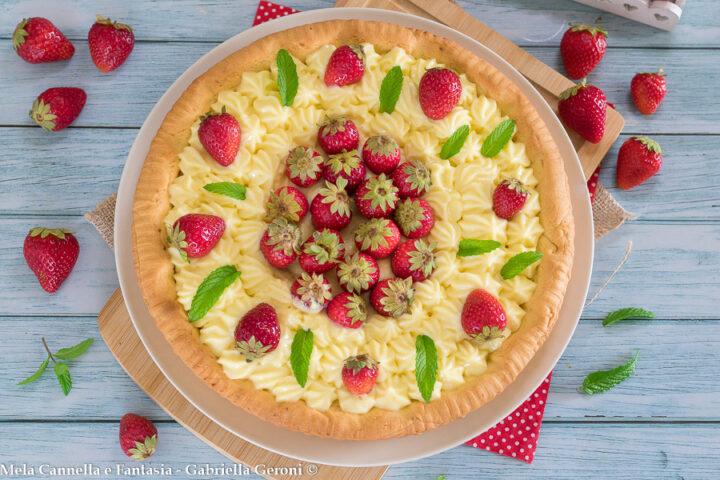 crostata con fragole e crema