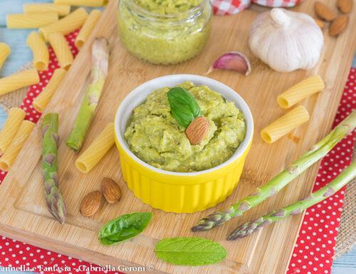 Pesto di asparagi con mandorle pronto in 10 minuti