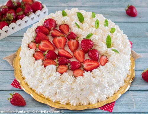 Torta favola con crema e fragole (anche per compleanni)