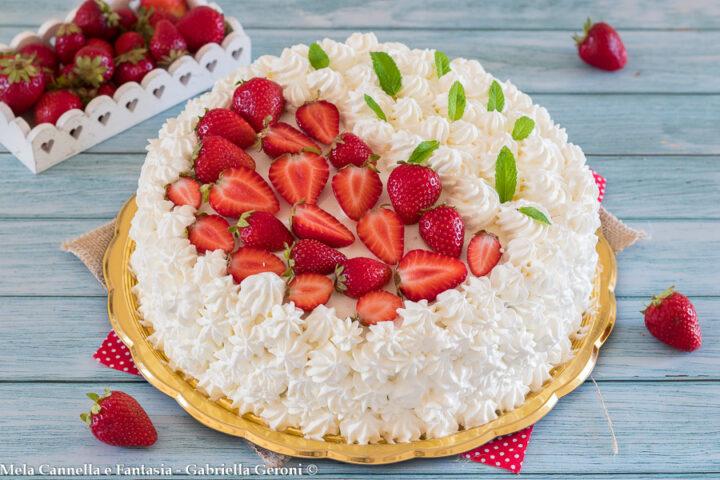 torta favola con crema e fragole