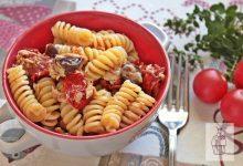 Pasta fredda con pomodori confit tonno e olive