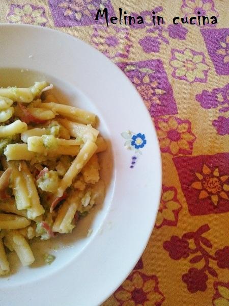 Pasta con cavolo romano e speck