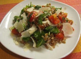 insalata di farro con rucola e pomodorini