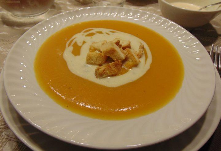 vellutata di zucca con crema al gorgonzola