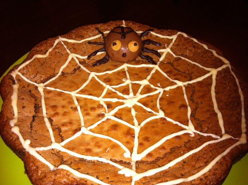 brownie con ragnatela e ragno di amaretto