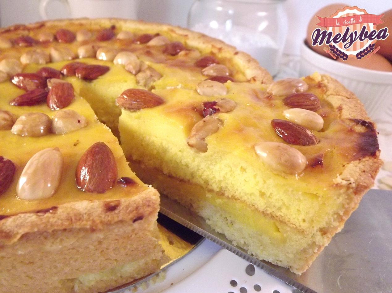 crostata di crema pasticcera farcita fetta