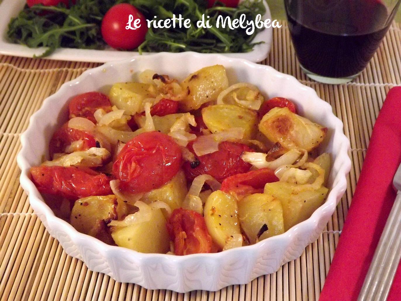 patate al forno con cipolle e pomodorini