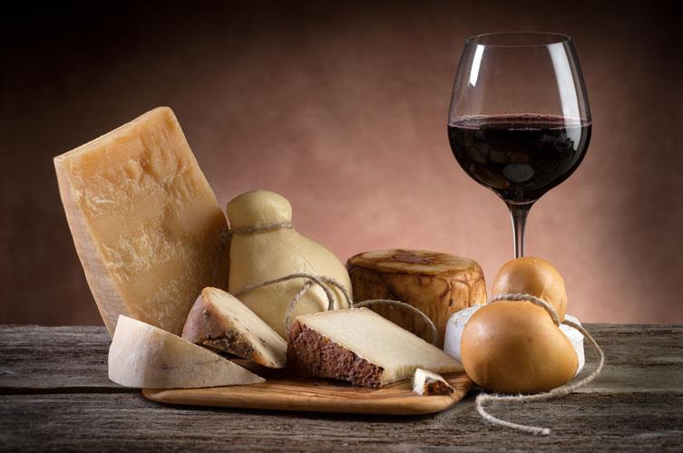 come abbinare il vino ai formaggi
