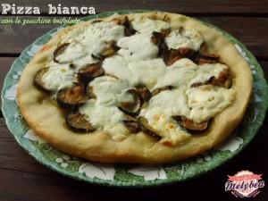 pizza bianca con le zucchine trifolate