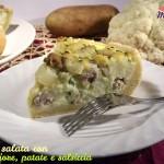 torta salata con cavolfiore, patate e salsiccia fetta
