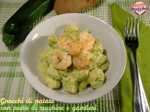 gnocchi di patate con pesto di zucchine e gamberi