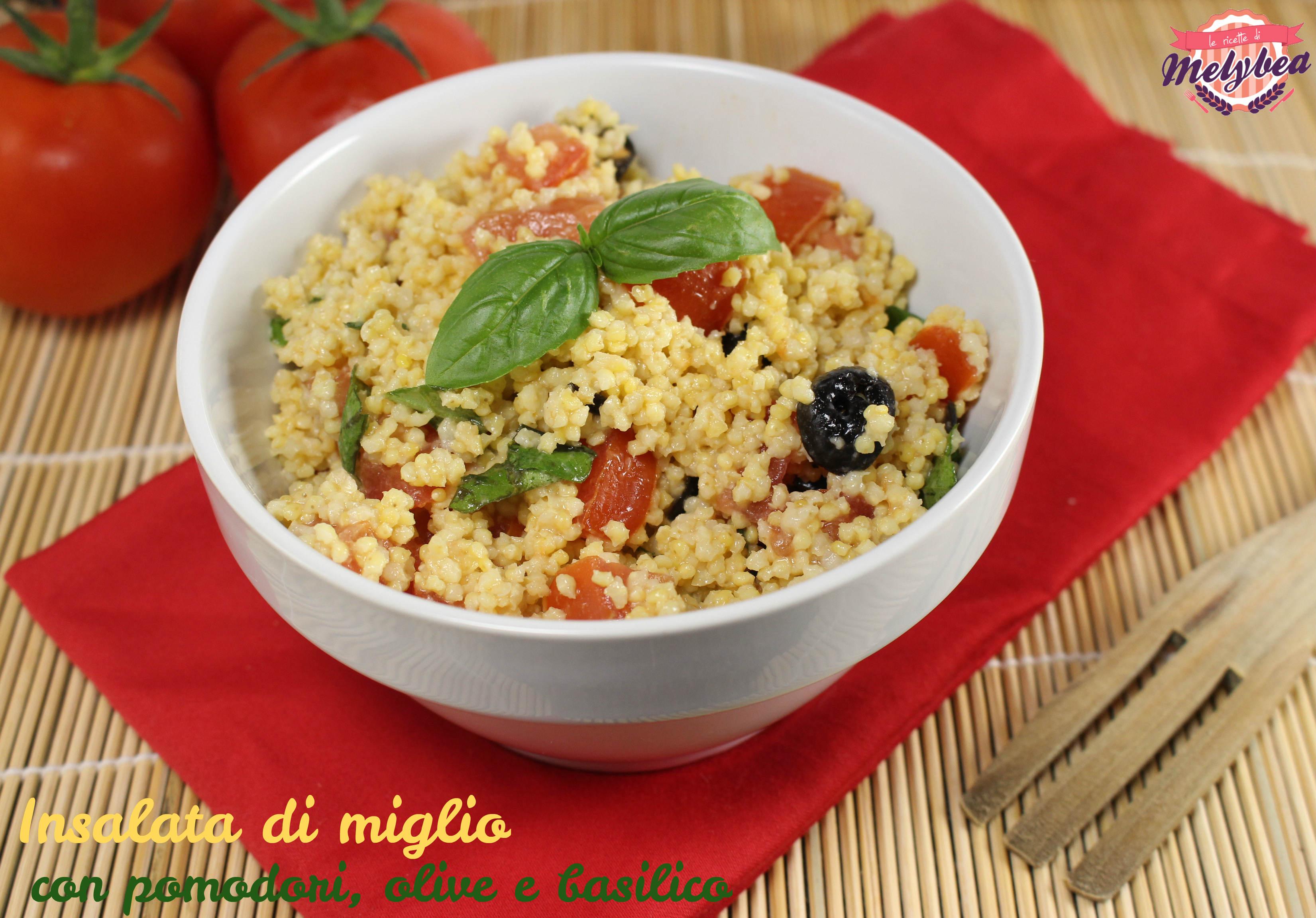 Insalata di miglio con pomodori, olive e basilico