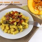 pasta con crema di zucca, funghi e pancetta croccante
