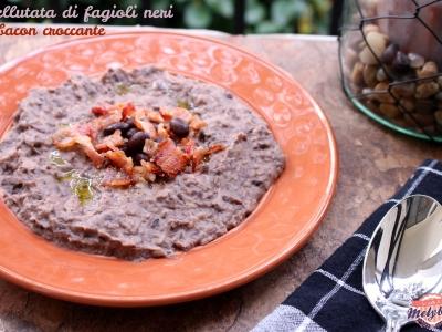 vellutata di fagioli neri e bacon croccante