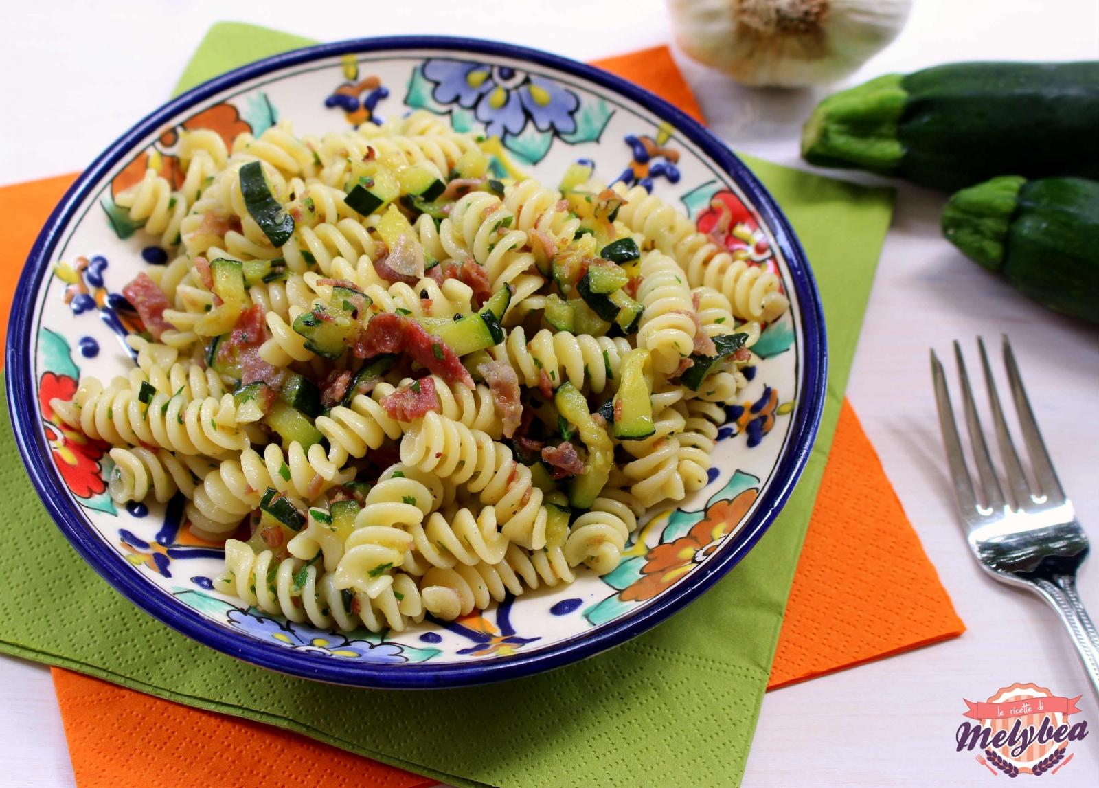 Pasta con zucchine e prosciutto