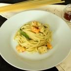 Pasta con pesce, zucchine e zafferano