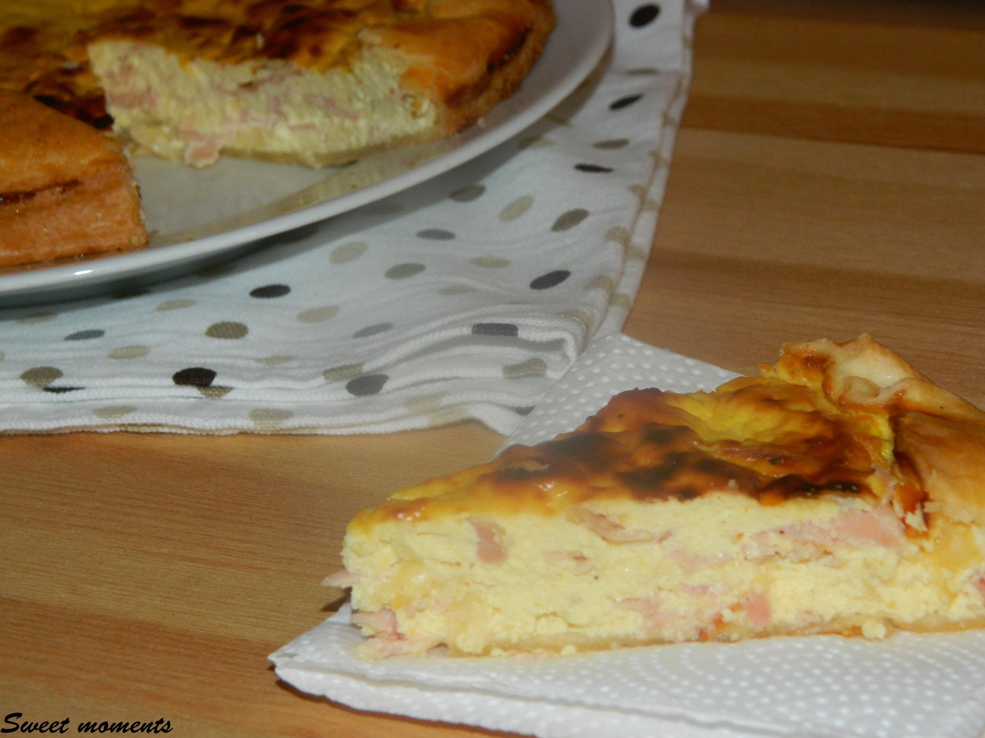 Torta salata ripiena di ricotta e prosciutto