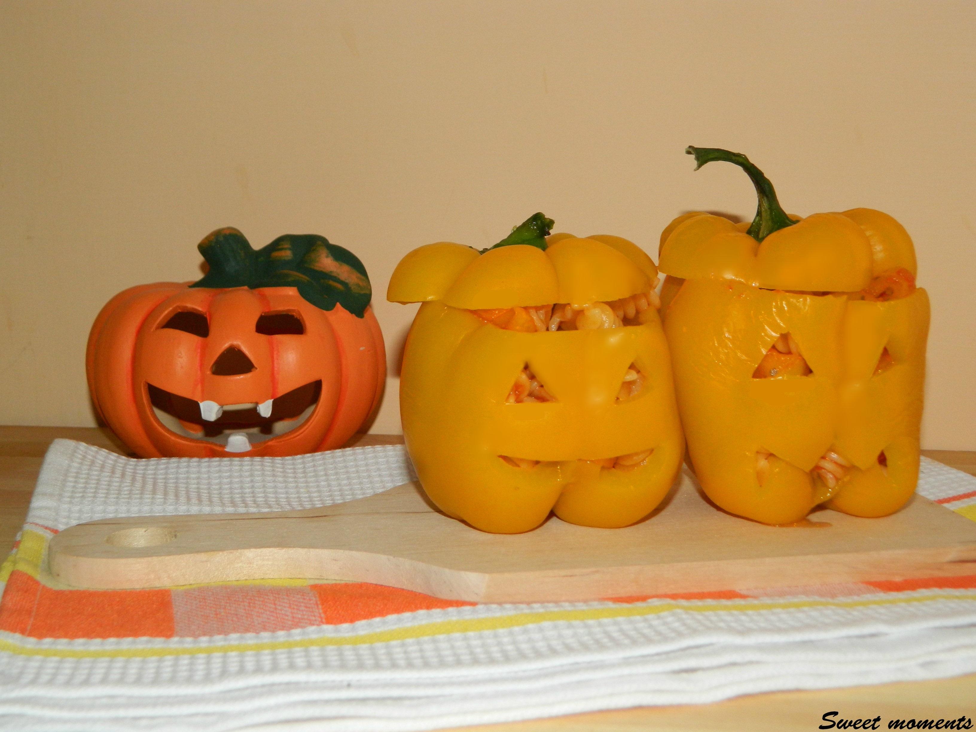 Peperoni ripieni di pasta - ricetta per Halloween