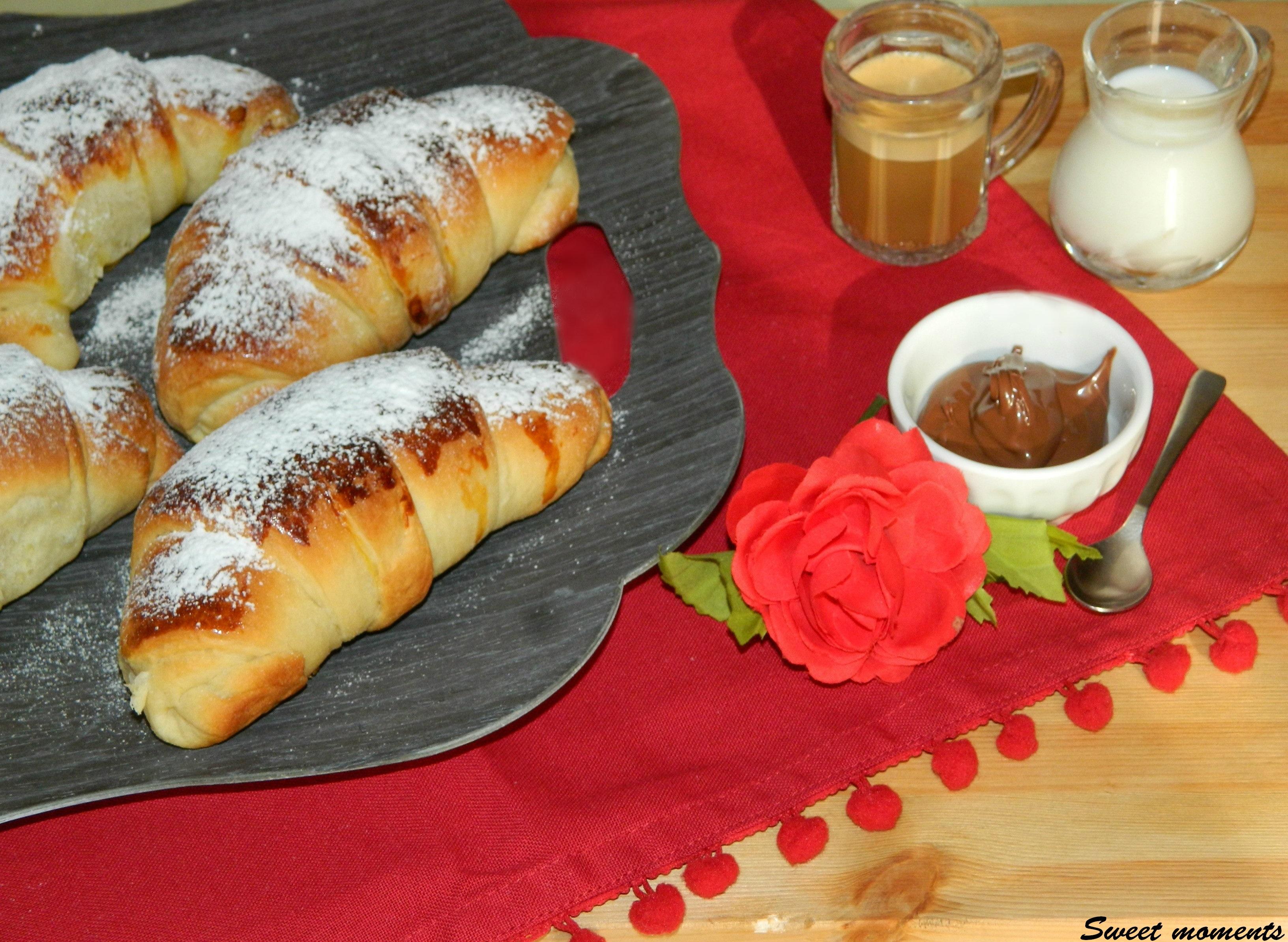 Cornetti in pasta brioche per colazione