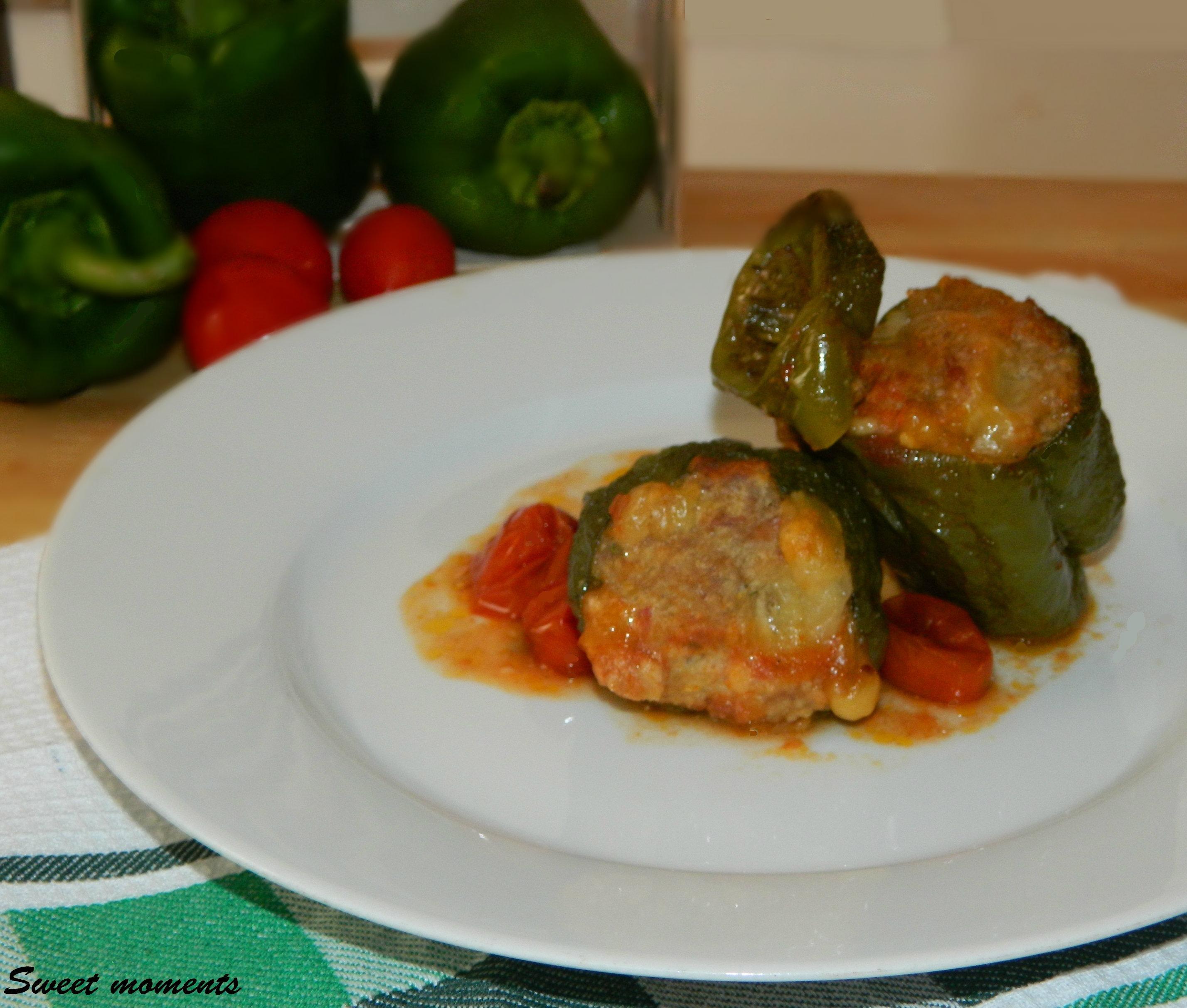 Peperoni calabresi ripieni di carne macinata, prosciutto e scamorza