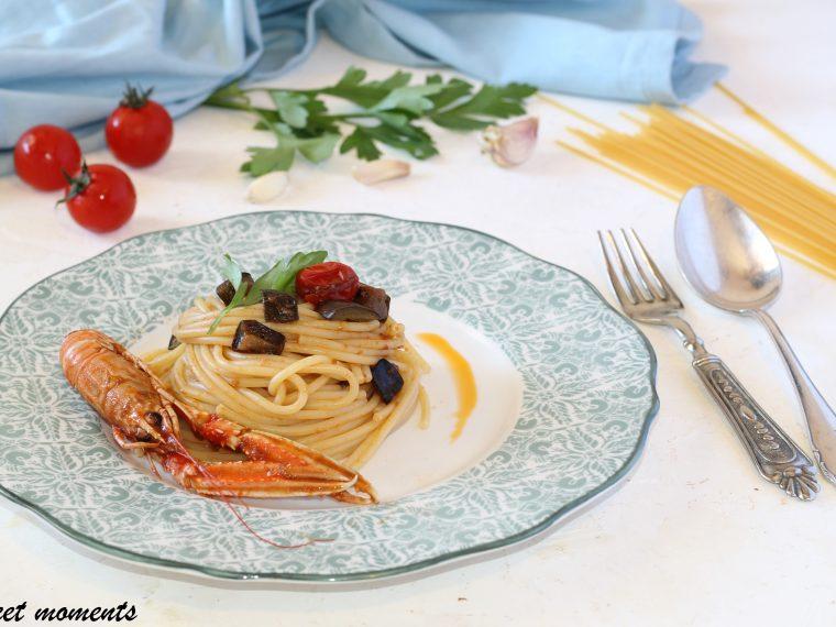 Spaghetti con scampi e melanzane
