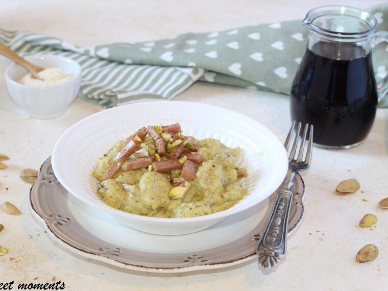 Gnocchi con pesto di pistacchio e mortadella