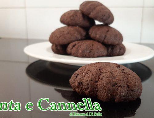 Biscotti conchiglia al cacao e cuore  di marmellata