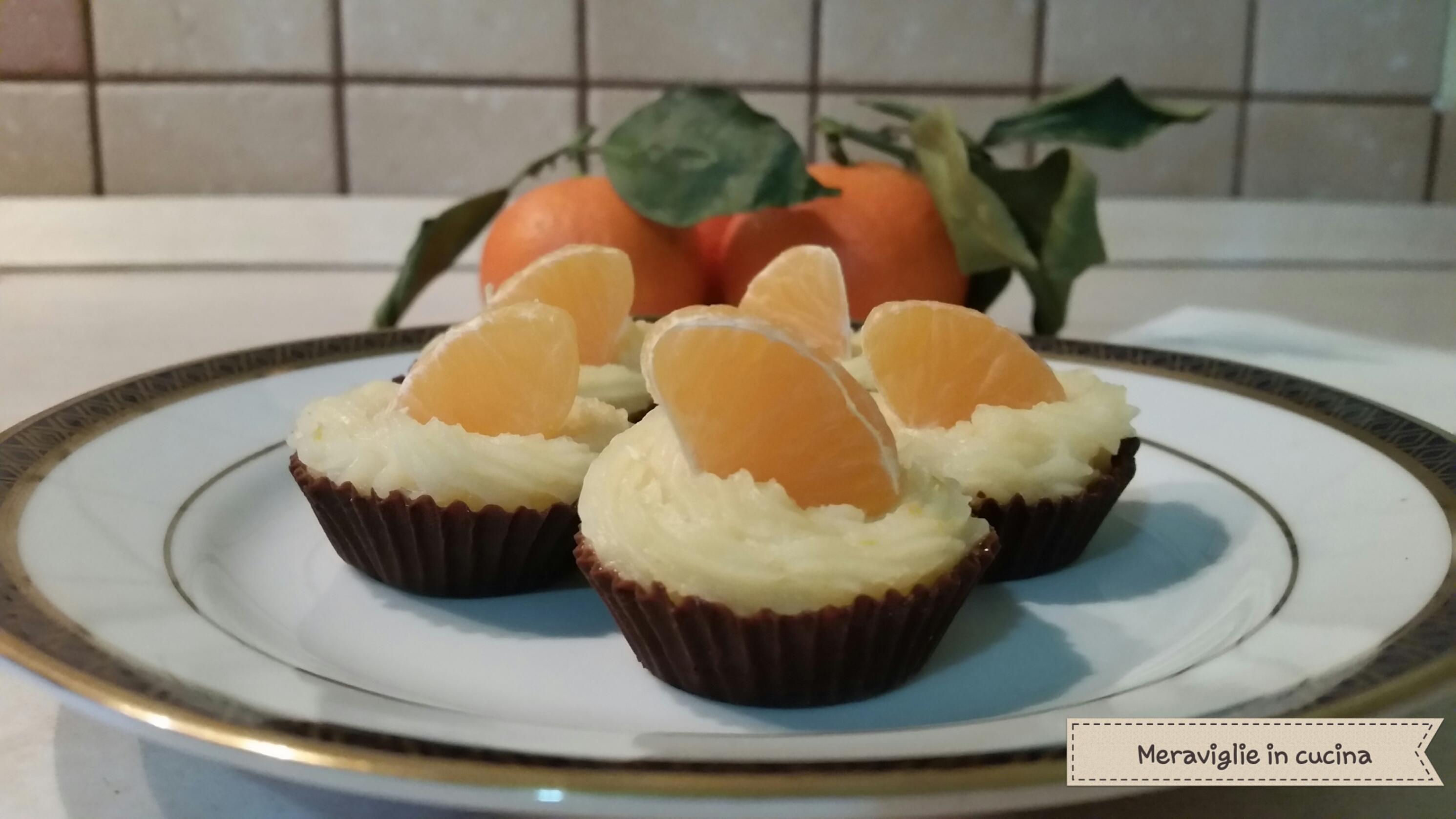 Cestini al cioccolato con crema alle clementine