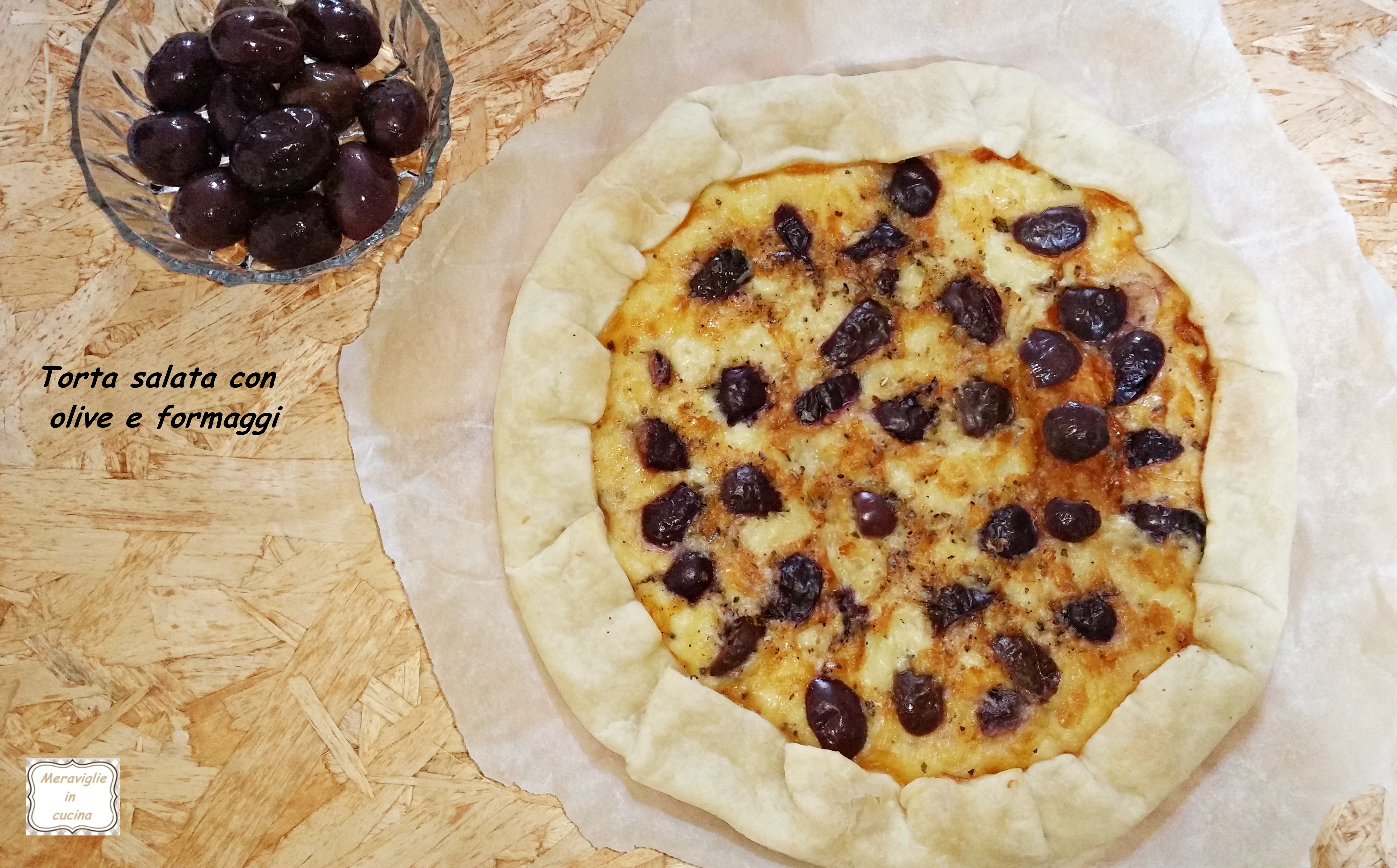 Torta salata con olive e formaggi