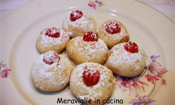 Biscotti con ciliegie candite