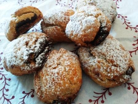 Biscotti ripieni di crema gianduia
