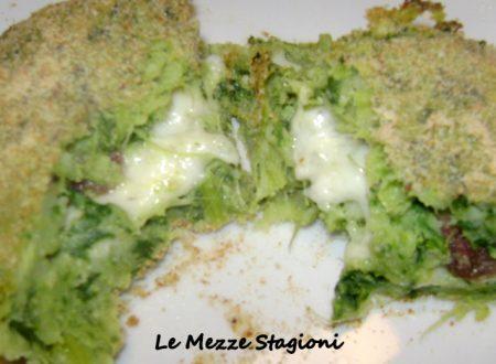 Tortino del riciclo dal cuore tenero| Ricetta con gambi di broccoli|