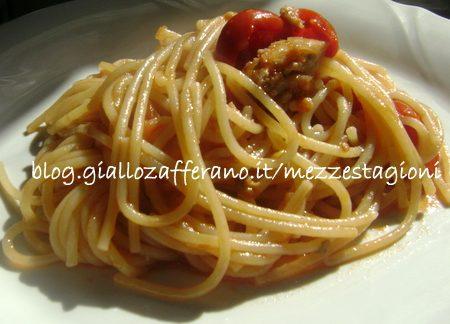 Spaghetti allo sgombro e pomodorini ricetta veloce