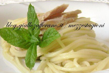 Spaghetti veloci con filetti di tonno e menta