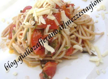 Spaghetti con pomodorini rucola e parmigiano -Ricetta veloce-