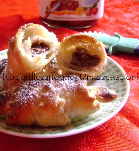 Cornetti alla nutella con pasta sfoglia pronta | Ricetta velocissima|
