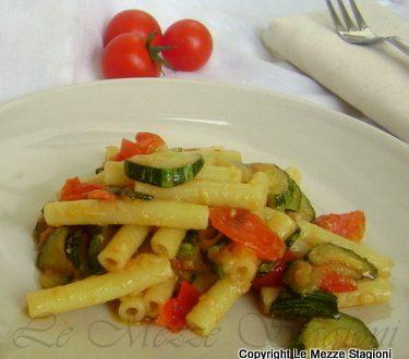 Pasta zucchine e pomodorini, ricetta economica