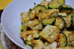 Pollo zucchine e curry, ricetta etnica