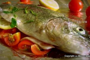 Trota al cartoccio in forno, ricetta di mare